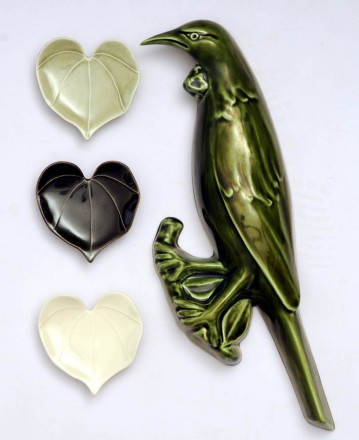 Tui with Kawakawa Heart Leaves