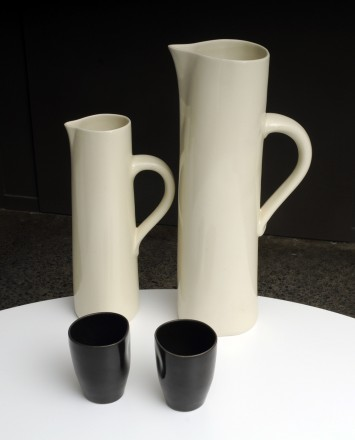 Cuba jug tall and medium with beakers