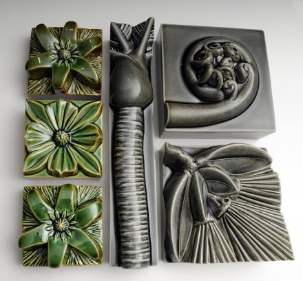 Composition Nikau Longbox  Soda Grey and Soda Green Square Flowers